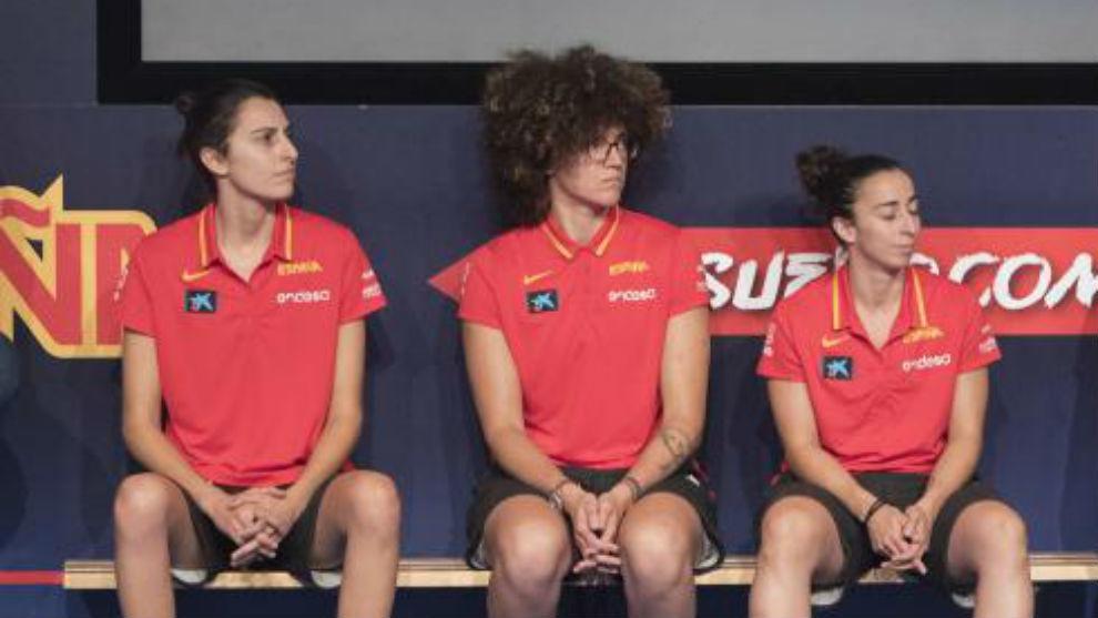 Torrens, Nicholls y Silvia Domínguez, durante el acto de despedida a...