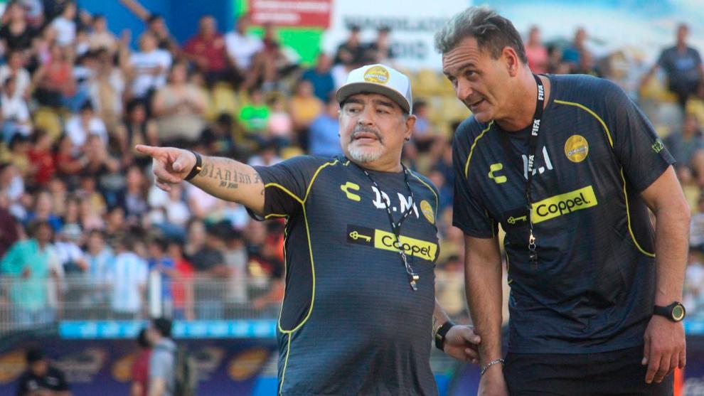 Maradona se vistió de corto para su primer entrenamiento con...
