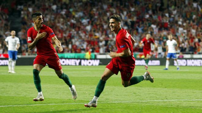 André Silva celebra el gol que le hizo este lunes a Italia.