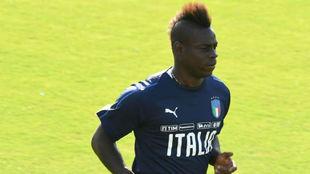 Balotelli, durante un entrenamiento con Italia.