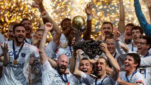 Los jugadores del Montpellier celebrando la consecución de la pasada...