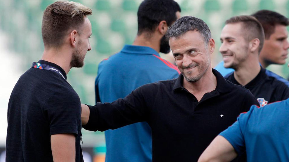 Luis Enrique spent time chatting with Ivan Rakitic