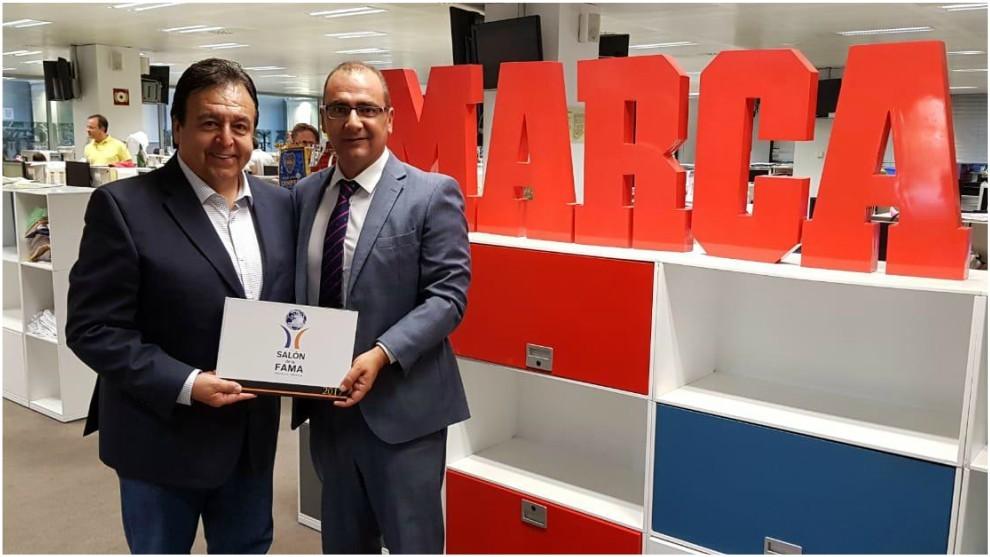 Antonio Moreno, director del Salón de la Fama del fútbol con José...