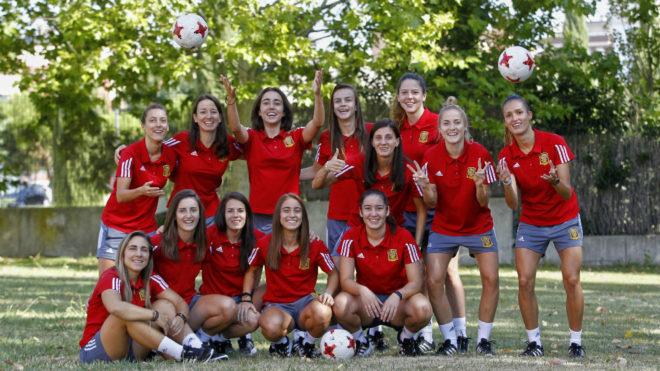 Las jugadoras de la selección española posan antes del Preeuropeo.