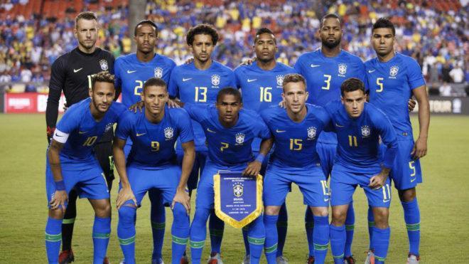 Imagen del once titular de Brasil ante El Salvador.