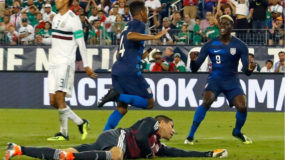 Adams celebra el gol frente a México