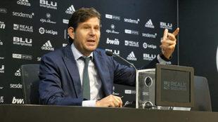 El Director General del Valencia, Mateu Alemany, en rueda de prensa.