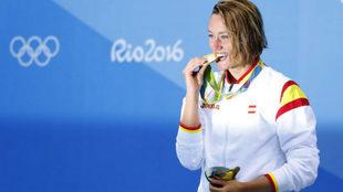 Mireia Belmonte con el oro en los 200 mariposa ganado en los Juegos de...