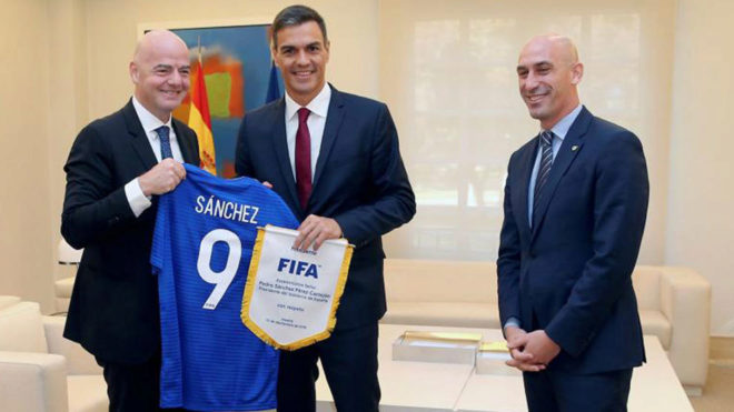 Pedro Sanchez with Rubiales and Infantino.