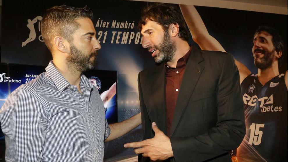 Juan Carlos Navarro y Álex Mumbrú hablan en el acto de despedida de...