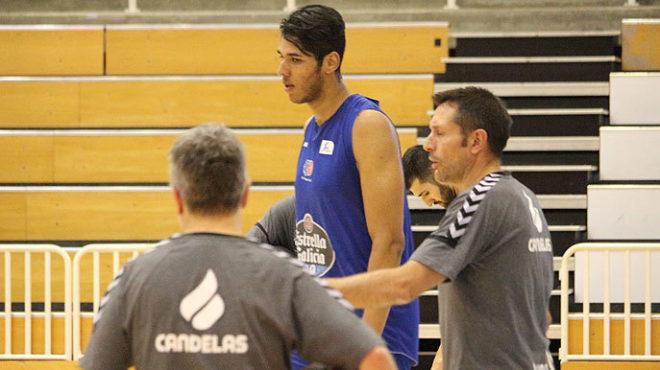 Felipe dos Anjos entrenando con el Cafés Candelas Breogán