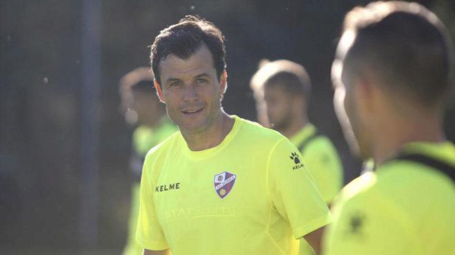 Camacho, durante un entrenamiento con el Huesca.