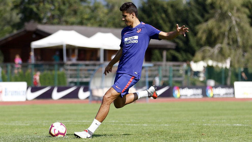 Rodrigo durante un entrenamiento con el Atlético
