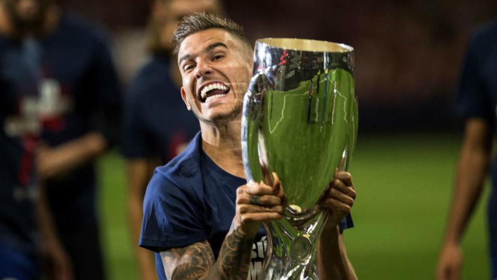 Lucas, con la Supercopa de Europa.