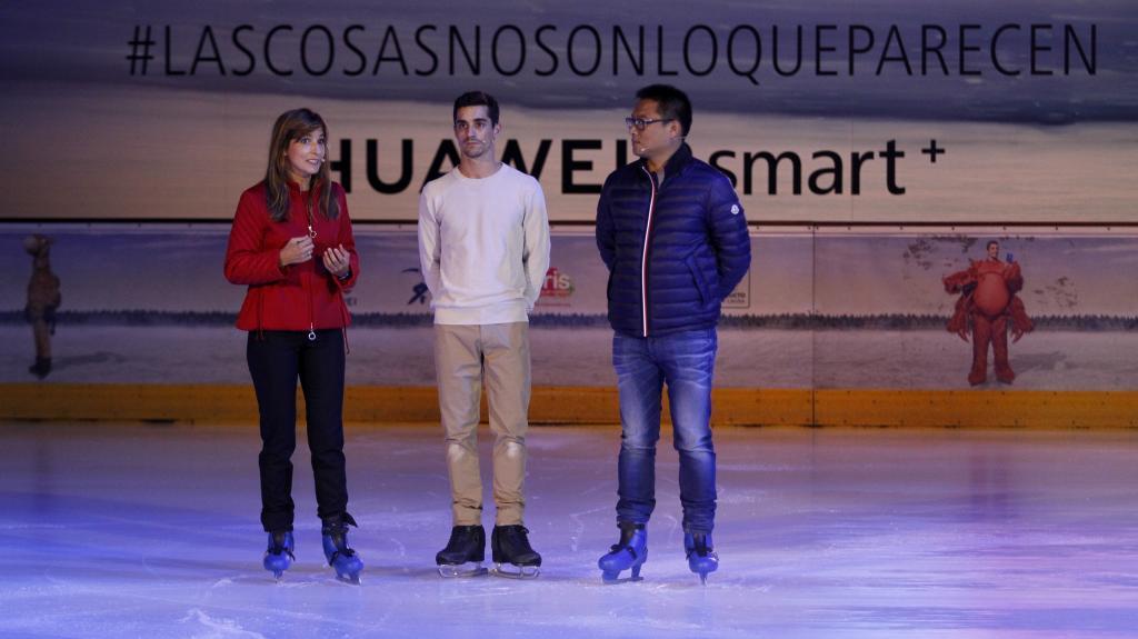 Javier Fernández junto a Lola Manterola, vicepresidenta de Cris...