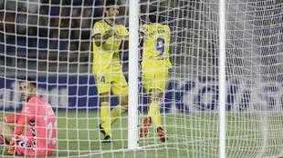 Dani Romera celebra con Lekic el gol que vale una clasificación...