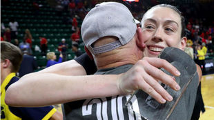 Breanna Stewart celebra el triunfo en la final de la WNBA.