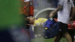 Servando sale en camilla tras el golpe sufrido en el Heliodoro...