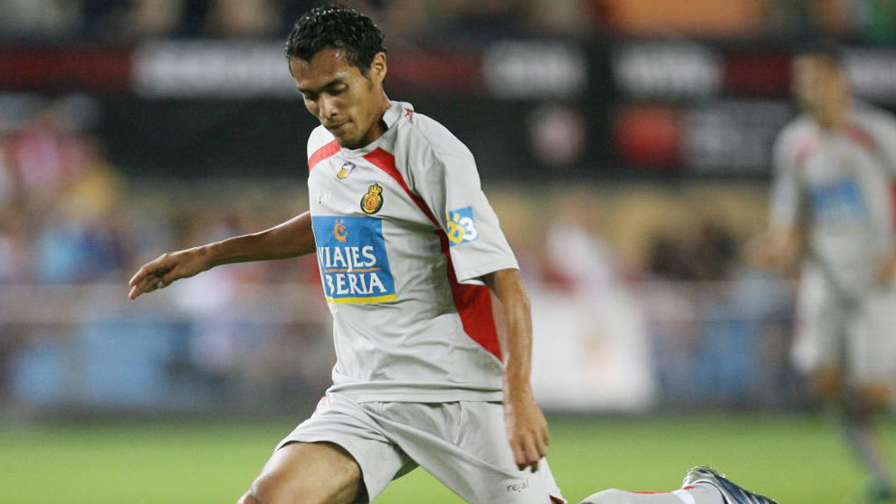 Juan Arango, en un partido con el Mallorca contra el Atlético de...