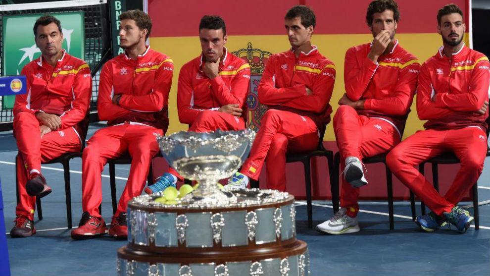 El equipo español, delante de la Ensaladera