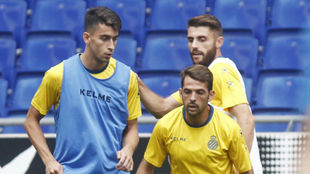 Marc Roca, junto a Víctor Sánchez y David López en la Ciudad...
