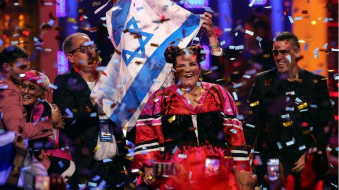 Netta, de Israel, celebra su triunfo en la última edición de...