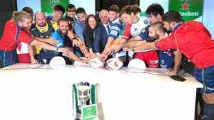 Los representantes de los doce equipos junto a Inés Arnal, Alfonso...