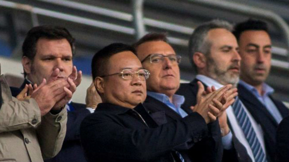 Chen Yansheng, en el palco del RCDE Stadium.