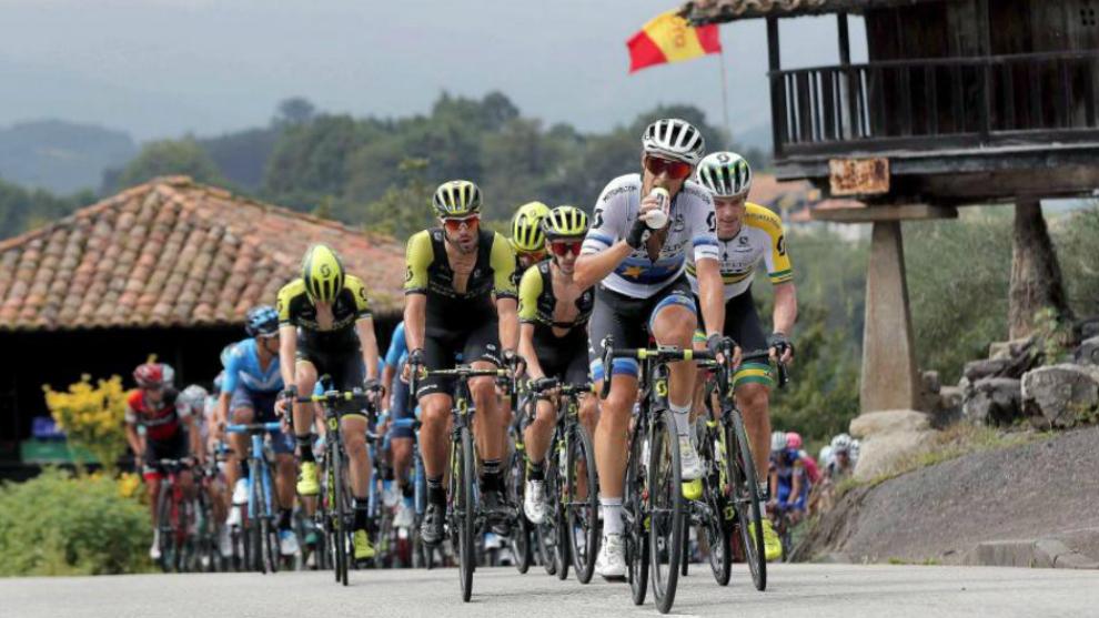 El pelotón de La Vuelta, durante la etapa 18