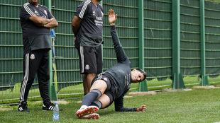 Salcedo en una práctica de la selección mexicana