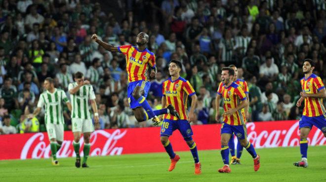 Kondogbia celebra el gol marcado al Betis la temporada pasada.