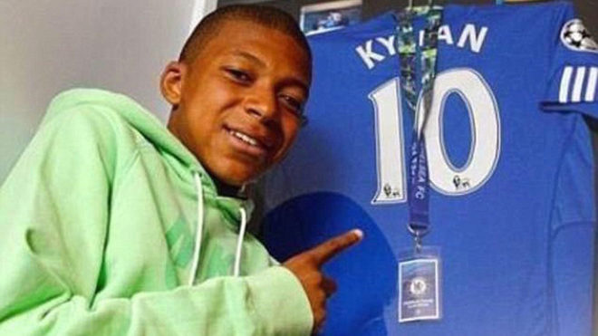Kylian Mbappe poses with the Chelsea shirt.