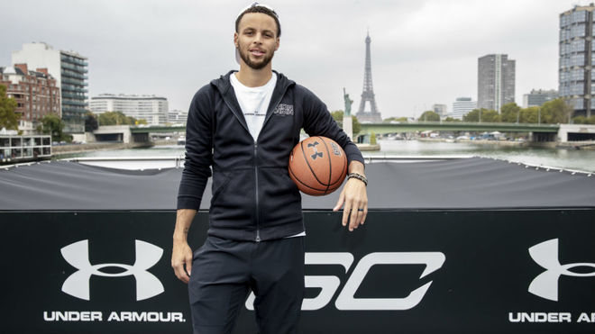 Stephen Curry en París en un acto con Under Armour