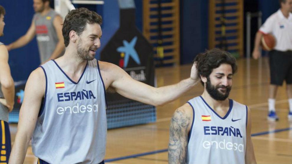 Pau Gasol y Ricky Rubio, durante un entrenamiento de la selección.