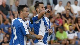 Baptistao celebra un gol junto a Hernán Pérez.