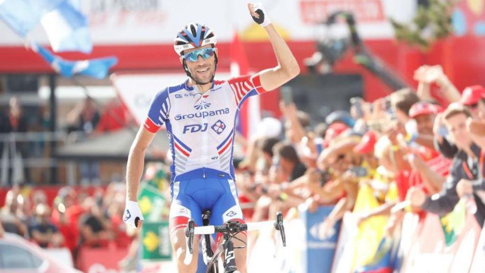 Thibaut Pinot celebrando en Naturlandia su triunfo de etapa.