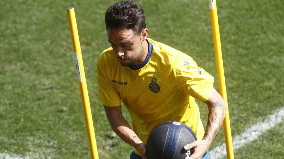 Sergio García realiza ejercicios físicos.