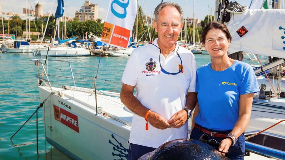 La presidenta de la Federación de Vela (Julia Casanueva) y el...