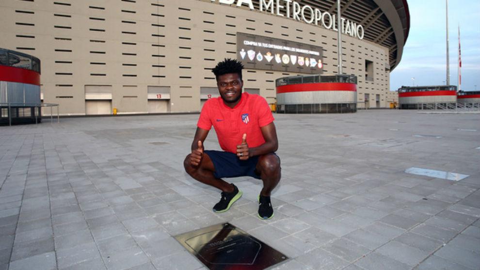 Thomas, con su placa en el Wanda Metropolitano.