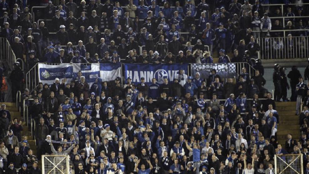 Aficionados del Schalke en un partido de Champions en Mestalla.