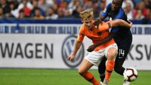 De Jong pugna con Matuidi en el Holanda-Francia de hace unos días.