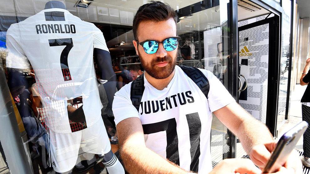 La camiseta de Cristiano Ronaldo es la más solicitada en toda Italia. 5a09a4c6ac528