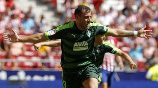 Sergi Enrich celebrando el gol que adelantaba al Eibar contra el...