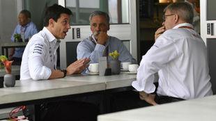 Wolff, junto a Carey y Brawn (Liberty)