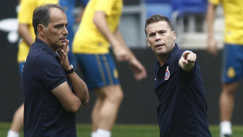 Rubi, junto a Jaume Torres, dialogan durante la sesión de...