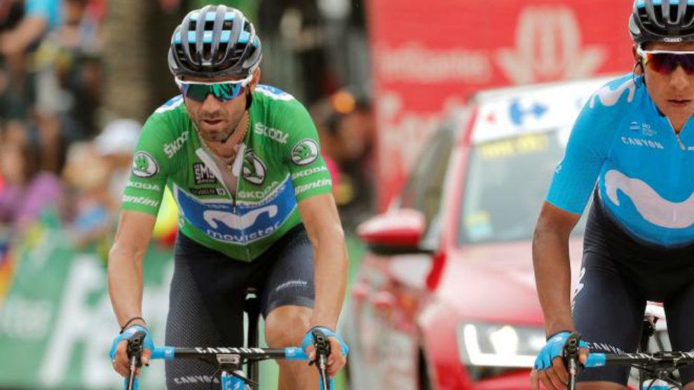 Valverde entrando en la meta de la Gallina junto a Quintana.
