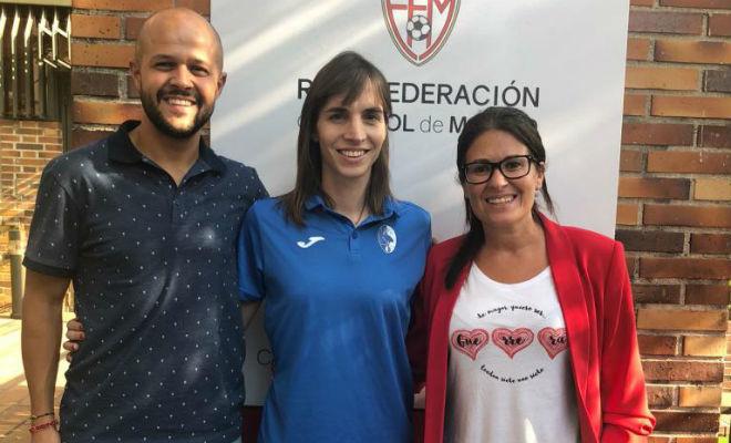 David Herrero, entrenador; Alba Palacios; y Nerea Alonso, de la RFFM.