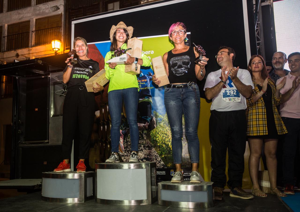El podio femenino de la RIbera Run Race.