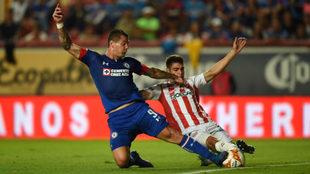 Partido entre Necaxa y Cruz Azul en el Estadio Victoria
