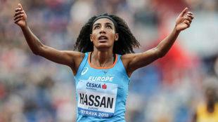 Sifan Hassan celebra su triunfo en los 3.000 metros de la Copa...